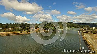 Γέφυρα Lillian Slough Πολιτεία του Όρεγκον κηροποιών ποταμών γουργουρισμάτων αγροτική φιλμ μικρού μήκους