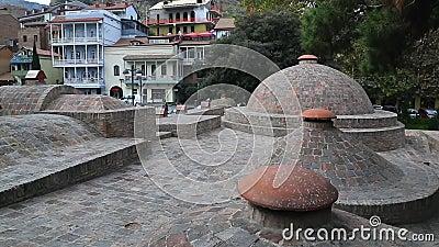 Γεωργία Tbilisi Οι θόλοι των διάσημων λουτρών θείου απόθεμα βίντεο