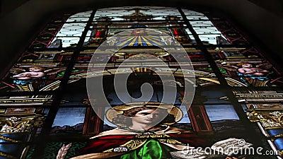 Γυαλιστερό γυαλί στην εκκλησία Χριστιανισμός, θρησκεία, άγιος πατέρας απόθεμα βίντεο