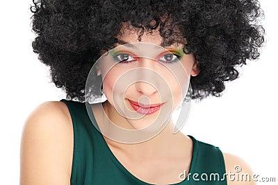 Γυναίκα με το μαύρο afro hairstyle