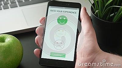 Δίνοντας ένα θετικό ανατροφοδοτήστε στη ικανοποίηση πελατών app χρησιμοποιώντας το smartphone απόθεμα βίντεο