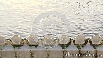Διήθηση του σταδίου κατεργασίας ύδατος λυμάτων ροή του νερού μέσω του πλέγματος χάλυβα απόθεμα βίντεο