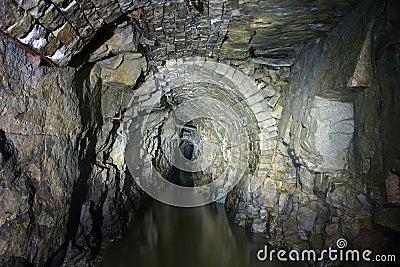 εγκαταλειμμένο ορυχεί&omi
