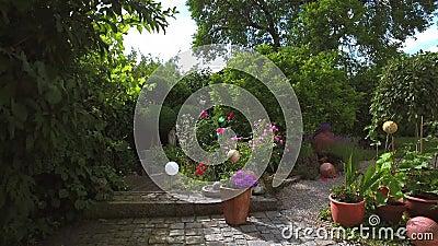 Ειδυλλιακός κήπος το καλοκαίρι, Βαυαρία, Γερμανία, Ευρώπη φιλμ μικρού μήκους