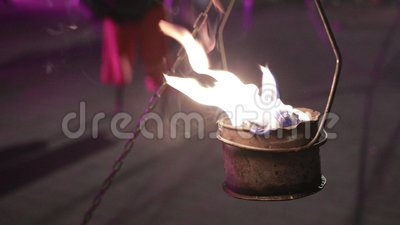 Εκπληκτικό κλείσιμο μπωλ με φλόγα Φωτιά που χορεύει, εντυπωσιακή απόδοση απόθεμα βίντεο