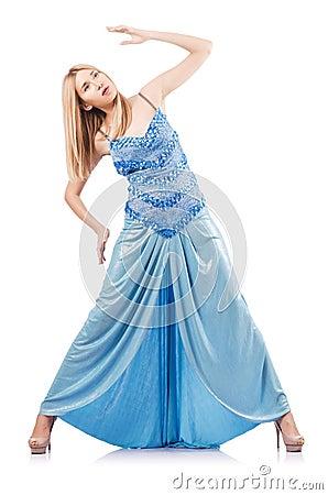 Ελκυστική γυναίκα στο μπλε φόρεμα