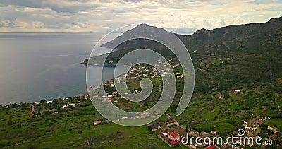 Εναέρια άποψη του χωριού Portes στο ελληνικό νησί της Αίγιας, Σαρωνικός κόλπος, Ελλάδα φιλμ μικρού μήκους