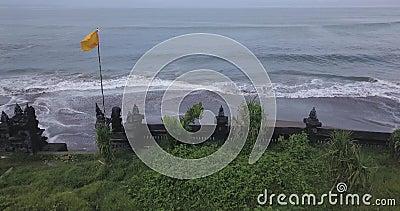Εναέρια θέα του τείχους του ναού στην παραλία Batu Bolong φιλμ μικρού μήκους