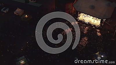 Εναέρια πτήση σε συναυλία το βράδυ με 5000 άτομα στη Γερμανία απόθεμα βίντεο