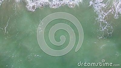 Εναέριος κηφήνας επάνω από την παραλία
