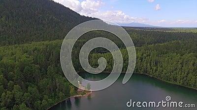 εναέριο strandja φωτογραφίας βουνών της Βουλγαρίας Θεϊκό τοπίο του τοπίου με μια λίμνη βουνών στη Σιβηρία κοντά στη λίμνη Baikal  απόθεμα βίντεο