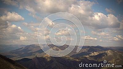 Επιπλέον σώμα σύννεφων πέρα από τα βουνά φιλμ μικρού μήκους