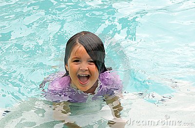 ευτυχής κολύμβηση κορι&ta