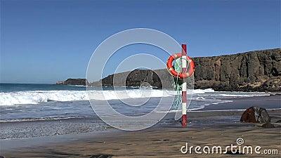 Ζώνη ασφαλείας σε μια θέση μπροστά από τα ατλαντικά κύματα φιλμ μικρού μήκους