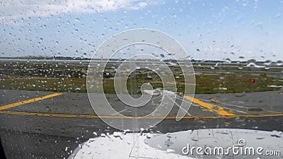 Η άποψη διαδρόμων αερολιμένων δεν υπογράφει καμία είσοδο μέσω της κίνησης του παραθύρου αεροπλάνων πριν από την αναχώρηση με τις  απόθεμα βίντεο