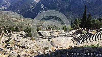 Η άποψη σχετικά με το αμφιθέατρο, στην αρχαιολογική περιοχή των Δελφών, Ελλάδα 4K βίντεο απόθεμα βίντεο