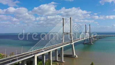 Η γέφυρα Vasco da Gama στη Λισαβόνα είναι ένα διάσημο ορόσημο στην πόλη απόθεμα βίντεο