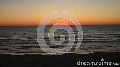 Ηλιοβασίλεμα ακτών του Όρεγκον απόθεμα βίντεο