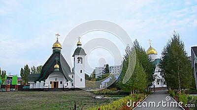 Η Ορθόδοξη Εκκλησία στο κέντρο της πόλης απόθεμα βίντεο