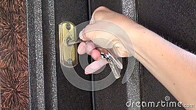 Η προσπάθεια να ξεκλειδωθεί η πόρτα αποτυγχάνει απόθεμα βίντεο