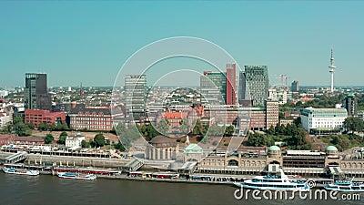 Η Hamburg St Pauli Landing Briges είναι κεντρικός κόμβος μεταφορών και σταθμοί πορθμείων και είναι επίσης σημαντικός τουριστικός  απόθεμα βίντεο