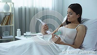 Θηλυκή οδηγία ανάγνωσης στα αντισυλληπτικά ορμονικά χάπια, έλεγχος των γεννήσεων απόθεμα βίντεο