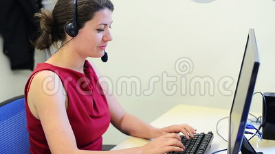 Θηλυκή εξυπηρέτηση πελατών