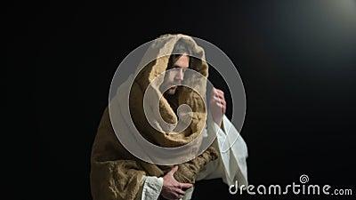 Ιησούς που δίνει το μπουκάλι του ιερού κρασιού, των θρησκευτικών τελετ φιλμ μικρού μήκους