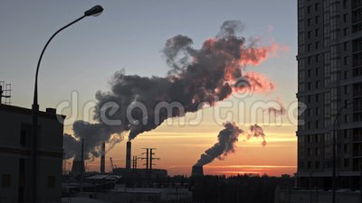 ισχύς φυτών κεντρικής θέρμανσης θερμική Καπνός καπνοδόχων Βιομηχανική περιοχή απόθεμα βίντεο