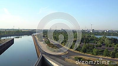 Ισχύς Eco ηλεκτρική ενέργεια που π Ο φράχτης, ανελκυστήρας Magdeburg σκαφών απόθεμα βίντεο