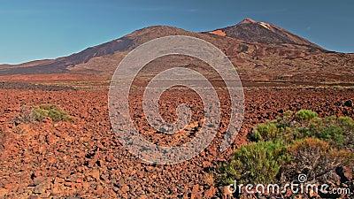 Κανάριοι Νήσοι Τέιντ Ηφαιστειακό τοπίο Κόκκινο πέτρινο πέτρωμα και κορυφή λόφος στο φόντο Μπορεί να χρησιμοποιηθεί για απόθεμα βίντεο