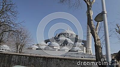 Καταπληκτικοί θόλοι και μιναρές του μουσουλμανικού τεμένους πασάδων Kilic Ali, ορόσημο της Ιστανμπούλ, Τουρκία απόθεμα βίντεο