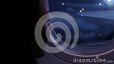 Κουρασμένο tween κορίτσι στο αεροπλάνο φιλμ μικρού μήκους
