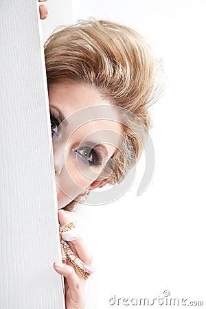 κρύβοντας γυναίκα