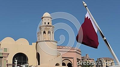 Κτήρια δυτικών κόλπων με τη σημαία του Κατάρ απόθεμα βίντεο