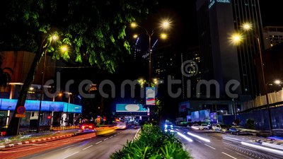 Κυκλοφορία στην πόλη Χρόνος-σφάλμα λεωφόρων 4K, νύχτα Βαριά κυκλοφορία που ρέει με τη θολωμένη κίνηση dusk φιλμ μικρού μήκους