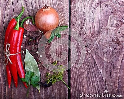 Κόκκινα πιπέρι και καρυκεύματα τσίλι