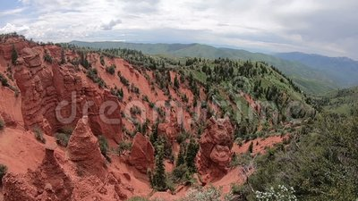Κόκκινοι βράχοι και φαράγγι στη Γιούτα φιλμ μικρού μήκους