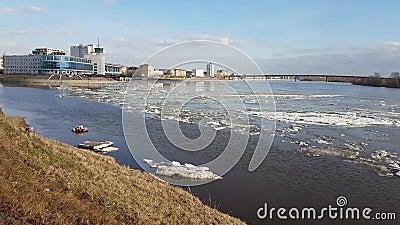 Κλίση πάγου στον ποταμό Irtysh Πόλη του Ομσκ φιλμ μικρού μήκους