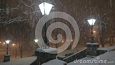 Λαμπτήρας στη χιονοθύελλα απόθεμα βίντεο