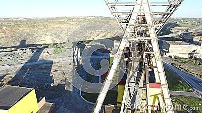 Λειτουργώντας ανελκυστήρας ορυχείων σε ένα ορυχείο χαλκού