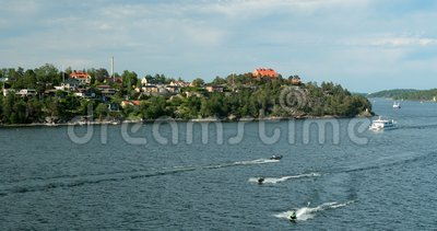 Λιντίνγκο, Σουηδία Τουριστικά σκάφη αναψυχής που επιπλέουν κοντά στο λιμάνι την ηλιόλουστη καλοκαιρινή ημέρα απόθεμα βίντεο