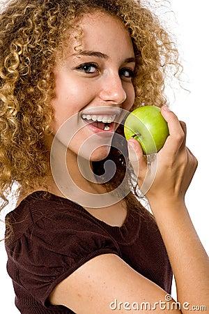 μήλο που τρώει το κορίτσι