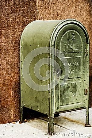 μας ταχυδρομήστε