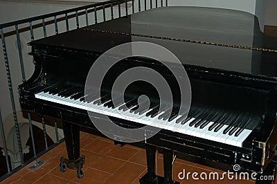 μαύρο πιάνο
