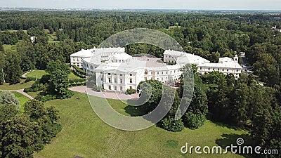 Μη επανδρωμένη θέα του πάρκου και του παλατιού στο Παβλόβσκ, Πετρούπολη, Ρωσία, φωτογραφία στο 4K UHD απόθεμα βίντεο