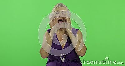 Μια ηλικιωμένη κραυγή γυναικών Παλαιά χαμόγελα γιαγιάδων E φιλμ μικρού μήκους