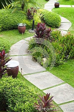 μονοπάτι κήπων