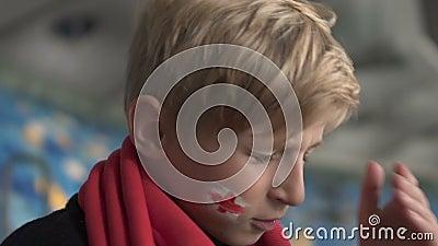 Νέος βρετανικός ανεμιστήρας που ανατρέπεται μετά από την απώλεια αντιστοιχιών, πρωτάθλημα ποδοσφαίρου, απογοήτευση απόθεμα βίντεο