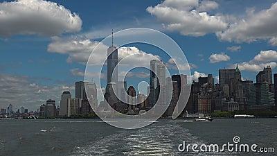 ΝΕΑ ΥΌΡΚΗ: Πανοραμική πόλη της Νέας Υόρκης άποψης που βλέπει από ένα σκάφος, πραγματικό - χρόνος, hd εξαιρετικά 4k απόθεμα βίντεο